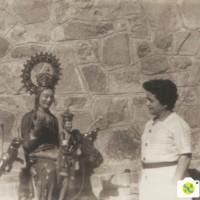 1968 (7 de setembre) - Torna la Mare de Déu a mig restaurar, aquí amb l'Encarnación Vilà1 (1).jpg